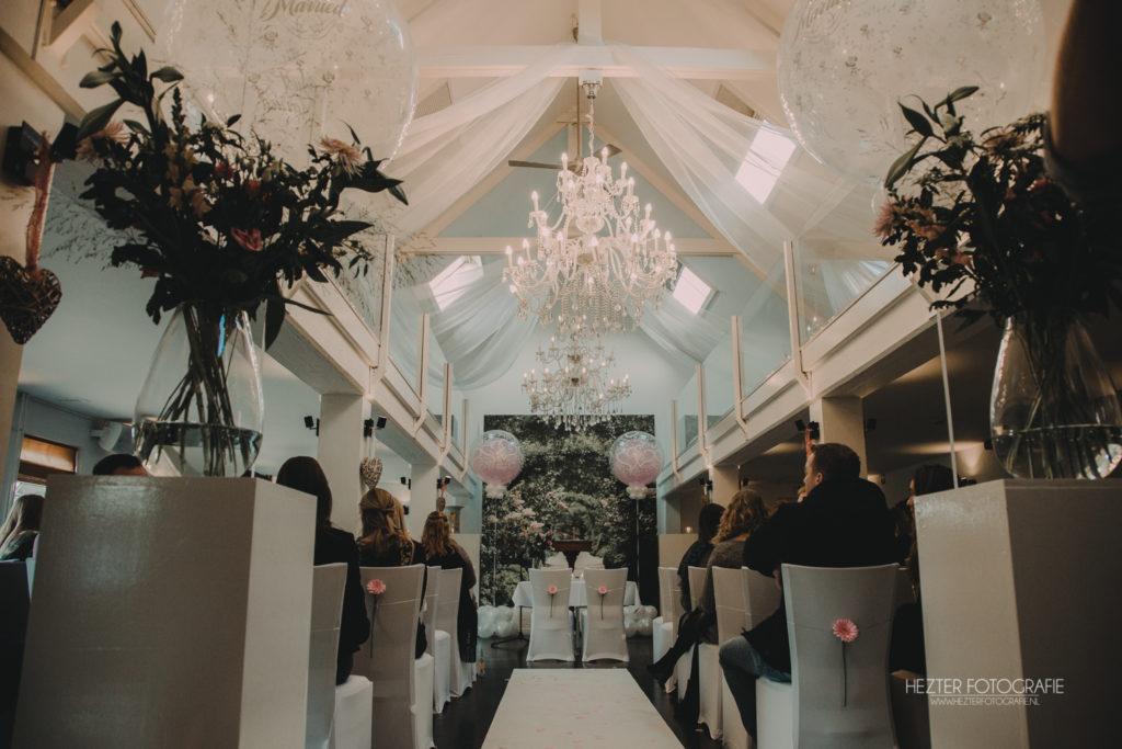 De Ballonnenkoning - Witte Brug - Trouwbeleving- decoratie trouwceremonie roze en wit