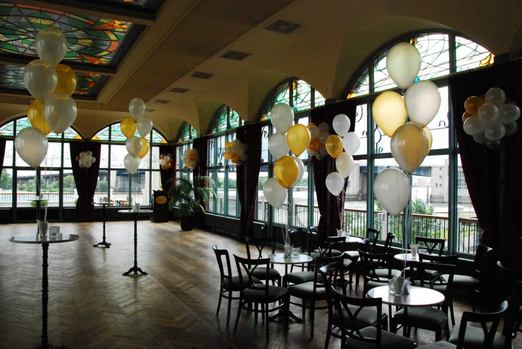 De Ballonnenkoning-Zalmhuis-diner-grand-salle-ballonnen-helium-goud
