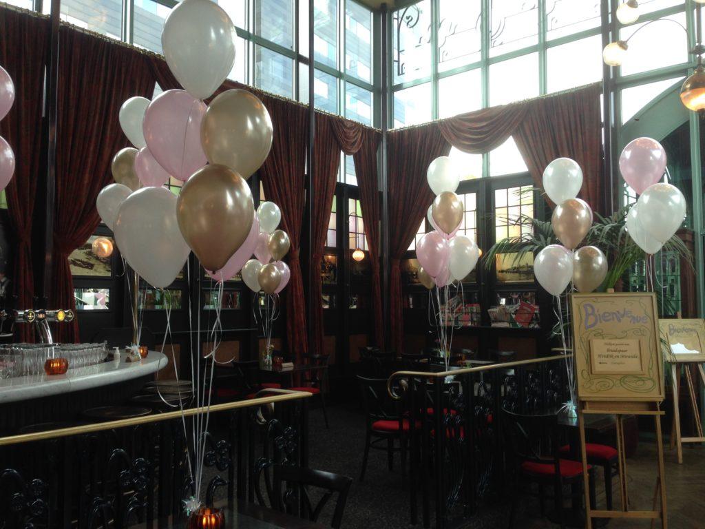 De Ballonnenkoning-Zalmhuis-diner-grand-salle-ballonnen-helium-roze-koper-wit