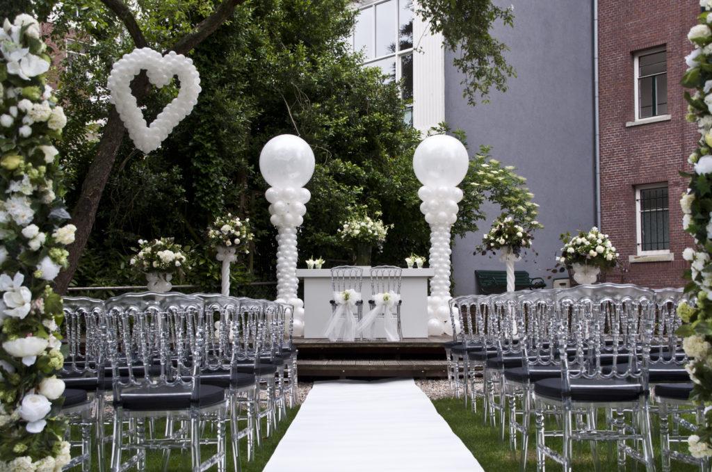 De Ballonnenkoning - Zweedse Kerk - trouwen opstelling ballonhart ballonpilaren
